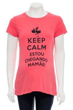 """Camiseta """"Keep Calm Estou Chegando Mamãe"""": essa camiseta é para acalmar as mamães muito ansiosas!  Veja esses enfeites """"cheguei"""" no nosso site: http://www.graodegente.com.br/busca/cheguei/?utm_source=pinterest&utm_medium=board&utm_campaign=camisetas-18-12-14"""