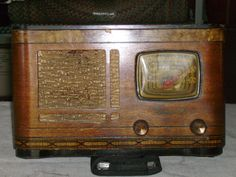 Antique Farnsworth AM Tube Radio