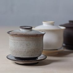 lilithrockett:  I'm excited to be making a lot of tea ware these days. This is a new stoneware gaiwan. #lilithrockettceramics