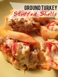 Ground Turkey Stuffed Shells - sub home made sauce and whole wheat shells and this is a great healthy entree http://papasteves.com Healthy Stuffed Shells, Stuffed Shells Recipe, Stuffed Pasta Shells, Stuffed Shells With Meat, Cannelloni, I Love Food, Good Food, Yummy Food, Yummy Eats