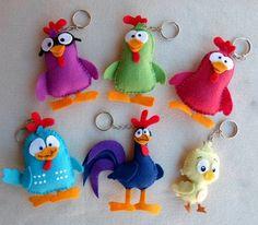 la gallina pintadita con moldes llaveros en fieltro del pollito pio pio, el gallo coroco y la gallina pintadita hechos en fieltro