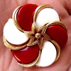 7e4c0cce4 VINTAGE ESTATE SIGNED LISNER RED WHITE THERMOSET FLOWER 1 3/8