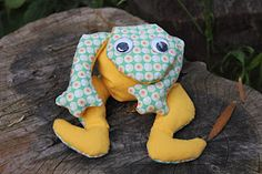 I think my mom still has her green corduroy frog pin cushion that looks a lot like this in shape