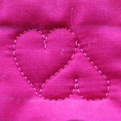 Sweetheart Border, Free Motion Quilting Tutorial-(bunny, Easter eggs, shamrock, other heart motifs. Quilting Stencils, Quilting Templates, Longarm Quilting, Free Motion Quilting, Quilting Tutorials, Quilting Tips, Machine Quilting Patterns, Quilt Patterns, Tape Art