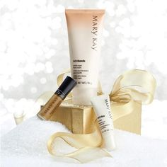 """Soft hands and soft lips for a sweet touch and a sweet kiss in the Limited-Edition† Sweet Touches gift set. It's the perfect gift for that """"under the mistletoe"""" moment.  http://www.marykay.com/vanessamckenzie"""