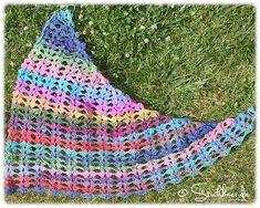 Dreiecktuch Zackenbarsch ~ pattern for this asymmetrical shawl/scarf can be purchased at http://de.dawanda.com/product/28455597-Dreiecktuch-ZACKENBARSCH-ebook-Haekelanleitung#product_gallery