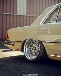 Old Mercedes, Mercedes Benz 190e, Classic Mercedes, Custom Mercedes, Volvo 240, Daimler Benz, Pretty Cars, Old School Cars, Air Ride
