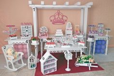 pergolado de madeira para festa - Pesquisa Google Candy Table, Candy Buffet, Dessert Table, Party Props, Party Themes, Decoration Buffet, Cake Holder, Creation Deco, Chocolate Decorations