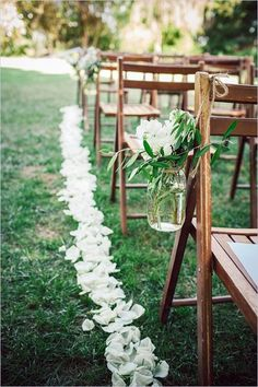 Planning a country/rustic outdoor wedding? We are here to help you with some nice rustic outdoor wedding decorations ideas! Let's see how to use wood, rustic materials, bouquets, mason jars, signs, even boots to organize a perfect rustic outdoor wedding decorations.