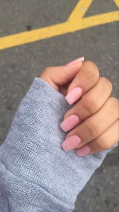 The advantage of the gel is that it allows you to enjoy your French manicure for a long time. There are four different ways to make a French manicure on gel nails. Aycrlic Nails, Cute Nails, Pretty Nails, Hair And Nails, Stiletto Nails, Cute Nail Colors, Nagel Blog, Pink Nail Designs, Nails Design