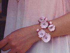 Sakura cuff, cherry blossom bracelet, handmade by polymer clay, floral pink bracelet Polymer Clay Flowers, Fimo Clay, Polymer Clay Crafts, Clay Beads, Polymer Clay Bracelet, Ceramic Jewelry, Clay Creations, Clay Art, Handmade Bracelets