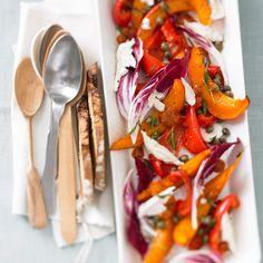Ofengemüse auf die herbstliche Art: Hokkaido und Paprika schmurgeln mit Kapern, Rosmarin und Honig. Foto: Thomas Neckermann