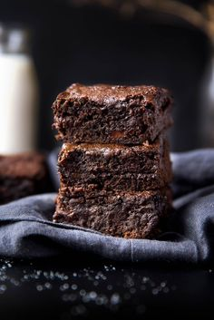 Gingersnap Molasses Brownies - Sure to be a new staple in your fall routine!