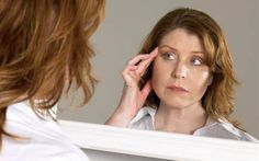 At what age do women start worrying about aging? - The Look At what age do women start worrying about aging? - The Look Physical Change, Living A Healthy Life, Aging Gracefully, Natural Skin, No Worries, Anti Aging, Health And Wellness, Hair Beauty, Skin Care