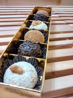 Caixinha com 6 brigadeiros gourmet  Encomendas: feitodeamors2@gmail.com