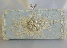 Something Blue wedding clutch bag .. vintage por TessHarrissDesigns