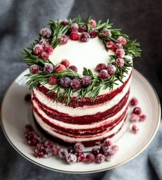 Christmas red velvet cake decorated with sugared cranberries and rosemary leaves… Christmas red velvet cake decorated with sugared cranberries and rosemary leaves — Stock Image Holiday Cakes, Holiday Desserts, Holiday Baking, Christmas Baking, Xmas Food, Christmas Sweets, Red Velvet Cake Decoration, Christmas Cake Designs, Sugared Cranberries