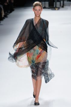 Issey Miyake Fall 2011 Ready-to-Wear Fashion Show - Jade Jackson (ELITE)