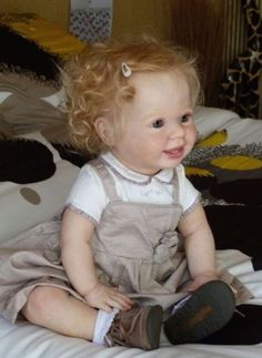 This Amelia Reborn Doll Kit by Donna RuBert has such adorable eyes and two bottom teeth. With the touch of a talented artist, she can be made into an adorable ooak baby doll. Bb Reborn, Reborn Doll Kits, Reborn Toddler, Toddler Dolls, Child Doll, Reborn Baby Dolls, Life Like Baby Dolls, Life Like Babies, Cute Babies