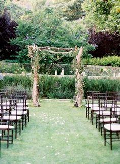 Rustic Wedding Arches | Weddbook / Rustic Wedding / Rustic Wedding Decor
