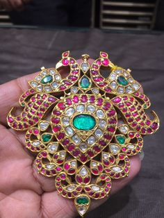 Our roze wijn gold ornament passion is persistent, which certainly blush-toned rewrite is flawless for supplying your attire that often reasonably pink streak. Antic Jewellery, Indian Jewellery Design, Jewelry Design, Latest Jewellery, Temple Jewellery, Bead Jewellery, Ruby Jewelry, India Jewelry, Gold Jewelry