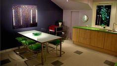 Bilderesultat for kjøkken med farget lys Corner Desk, Flat Screen, Conference Room, Table, Furniture, Home Decor, Corner Table, Blood Plasma, Flat Screen Display