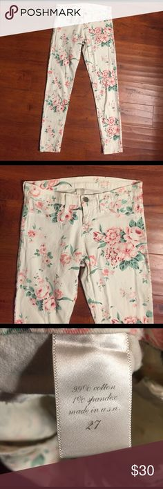 Francesca's Floral Skinny Leg Pants Great condition, no flaws. Stretch and fit true to size. Francesca's Collections Pants Skinny