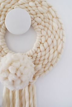 How to weave a round wall hanging.