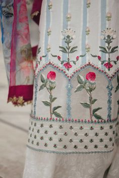 Floral Embroidery Patterns, Cutwork Embroidery, Embroidery Suits Design, Embroidery Fashion, Hand Embroidery Designs, Embroidery Dress, Gala Design, Embroidery Suits Punjabi, Sleeves Designs For Dresses