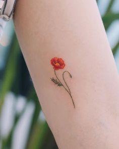 60 Beautiful Poppy Tattoo Designs and Meanings Mini Tattoos, Tiny Flower Tattoos, Dainty Tattoos, Small Girl Tattoos, Cute Tattoos, Body Art Tattoos, Sleeve Tattoos, Tattoos For Women, Stomach Tattoos