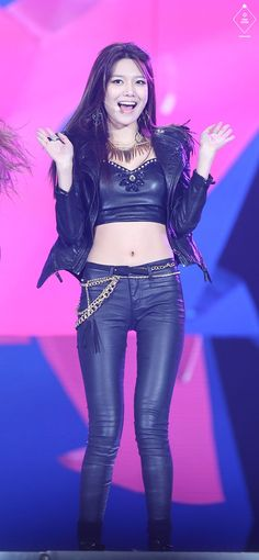 Sooyoung focused HD fanpics from SNSD performance at SBS Music Festival in December Click pics for full resolution Happy Birthday! Stage Outfits, Kpop Outfits, Sooyoung Snsd, Ulzzang, Instyle Magazine, Cosmopolitan Magazine, Kim Woo Bin, Bae Suzy, Korean Celebrities