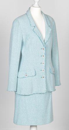 Chanel Auktion Lot 63: Chanel Kostüm, 1990er Jahre, Länge Blazer 60 cm, Rocklänge 58 cm, einfache Bundweite 36 cm, Größe ca. 38