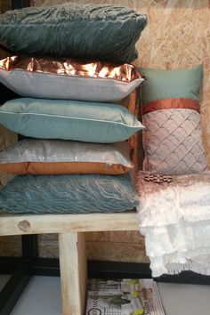 Du kan n - banking Gold Home Decor, Home Board, Home Gadgets, Cushions, Pillows, Color Pallets, My Dream Home, Decoration, Interior Inspiration