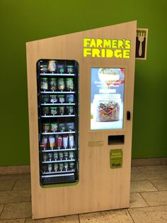 Farmer's Fridge in Chicago- new vending idea? All produce? Healthy Vending Machines, Vending Machines In Japan, Vendor Machine, Vending Machine Business, Recycling Machines, Retail Store Design, Coffee Corner, Cool Inventions, Digital Signage