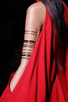 http://www.vogue.com/fashion-shows/spring-2017-ready-to-wear/balmain/slideshow/details