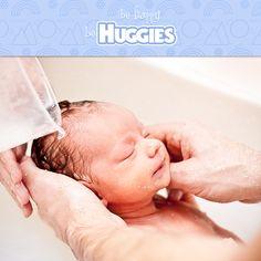 Ya llegado el momento de que tu bebé se de su primer baño.Toma en cuenta estos consejos antes de hacerlo https://www.huggies.com.mx/site/Desarrollo/Crecimiento/1/335