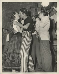 Judy Garland behind the scenes photographs with Vincente Minnelli & Gene Kelly from The Pirate. Old Hollywood Style, Hollywood Cinema, Hollywood Actresses, Classic Hollywood, Gene Kelly Dancing, Pirate Movies, Movie Kisses, Myrna Loy, Ali Larter