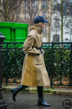 Paris Fashion Week Fall 2017 Street Style: Suzanne Koller Suzanne Koller after the Junya Watanabe fashion show. Fall Fashion Outfits, Fashion Week, Look Fashion, Paris Fashion, Fashion Trends, Street Style 2017, Street Chic, Street Looks, Outfits With Hats