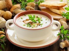 Cream Of Mushroom - Recettes - Soupes - Salad Recipes Healthy Wild Mushroom Soup, Creamy Mushroom Soup, Broccoli Soup Recipes, Cream Of Broccoli Soup, Creamed Mushrooms, Stuffed Mushrooms, Stuffed Peppers, Wild Mushrooms, Healthy Salad Recipes