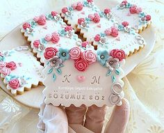 Fondant Cookies, Sugar Cookies, Biscuit Decoration, Rustic Wedding, Wedding Day, Henna Night, Night Food, Wedding Cookies, Biscotti