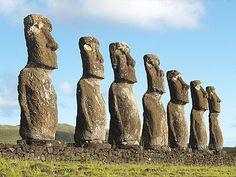 """Это моаи на острове Пасхи. Делают их в каменоломнях в центре острова. А как они появляются на побережье острова? Аборигены твердят: """"Моаи пришли сами!"""" Как так? Фигуры в 3-5 метров не могут ходить! или могут? - задача решается с помощью ТРИЗ"""
