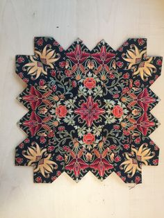 Quilting Ideas, Quilting Projects, Quilt Patterns, Cross Quilt, Patchwork Ideas, Hexagon Quilt, I Love Lucy, English Paper Piecing, William Morris
