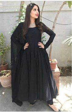 Pakistani Formal Dresses, Pakistani Fashion Casual, Indian Gowns Dresses, Pakistani Dress Design, Pakistani Outfits, Indian Fashion, Designer Party Wear Dresses, Kurti Designs Party Wear, Indian Designer Outfits