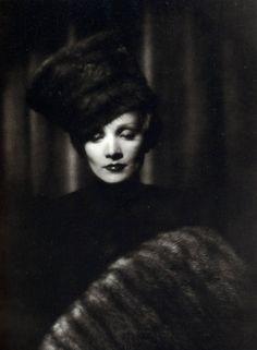 Marlene Dietrich in The Scarlet Empress (1934) #millinery #judithm #hats