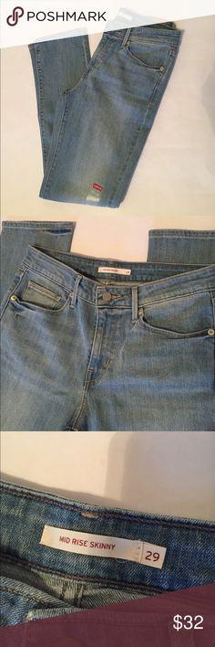 """🆕 Levi's mid rise skinny jeans Levi's medium wash mid rise skinny jeans. Inseam 30"""". 99% cotton/1% spandex. Size 29x30 Levi's Jeans Skinny"""