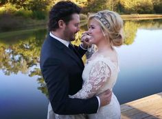 Kelly Clarkson Is Pregnant! Singer Expecting First Child With Husband Brandon Blackstock Kelly Clarkson, Brandon Blackstock, Wedding Wedding News, Wedding Music, Wedding Photos, Dream Wedding, Wedding Stuff, Kelly Clarkson Wedding, Prettiest Celebrities, Wedding Of The Year, Hollywood Wedding