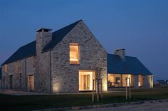 House design ideas ireland by tierney haines contemporary meets vernacular. Cottage Style House Plans, Rural House, Cottage Style Homes, Modern Farmhouse Exterior, Farmhouse Plans, Style At Home, Stommel Haus, House Designs Ireland, Gros Morne