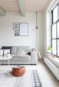 Visite une maison scandinave et minimaliste Visit a Scandinavian and minimalist house - Lili in wond Living Room Interior, Home Living Room, Home Interior Design, Living Room Decor, Living Spaces, Interior Styling, Living Area, Decoration Inspiration, Interior Inspiration