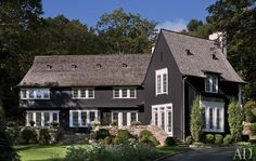 A Sophisticated Connecticut Home: Architect Joel Barkley and decorator Alexa Hampton help a couple build a striking house that blends English-style architecture with Swedish charm. [Photography by Durston Saylor] Architectural Digest, Exterior Colors, Exterior Design, Home Interior Design, Exterior Paint, Gray Exterior, Siding Colors, Exterior Siding, Connecticut