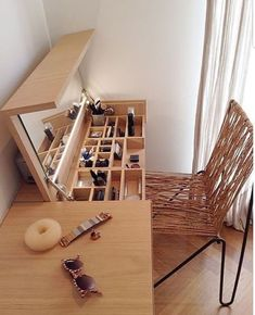 "22 Space-Saving Ideas to Make Any Small Apartment Feel Cozier ""Home is where the heart is."" A house transforms into a home with its people, their feelings, and their togetherness. Each home speaks to the personality of its inhabitants. Diy Casa, Small Apartments, Design Case, Diy Design, Diy Home Decor, Diy Home Crafts, Furniture Design, Smart Furniture, Mirror Furniture"